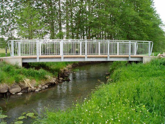 Radwegbrücke über die Datze im Zuge des Klöterpottsweges in Neubrandenburg